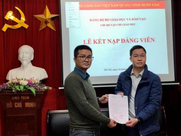 Chi bộ Tạp chí Giáo dục tổ chức lễ kết nạp đảng viên mới