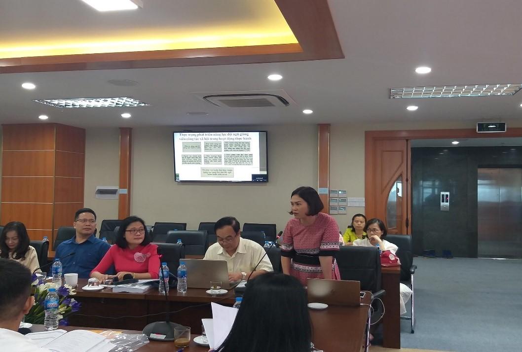 Ảnh 5: TS. Tiêu Thị Minh Hường - Trưởng khoa CTXH, Trường Đại học Lao động - Xã hội phát biểu tại hội thảo