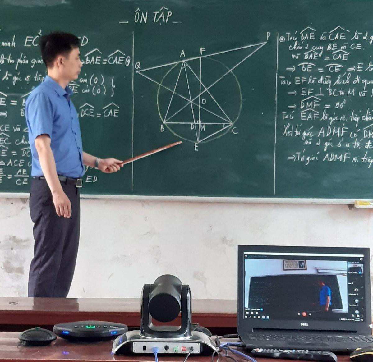 Bổi dạy ôn tập môn toán qua hệ thống SmartROOM của thầy Trần Xuân Diệu.