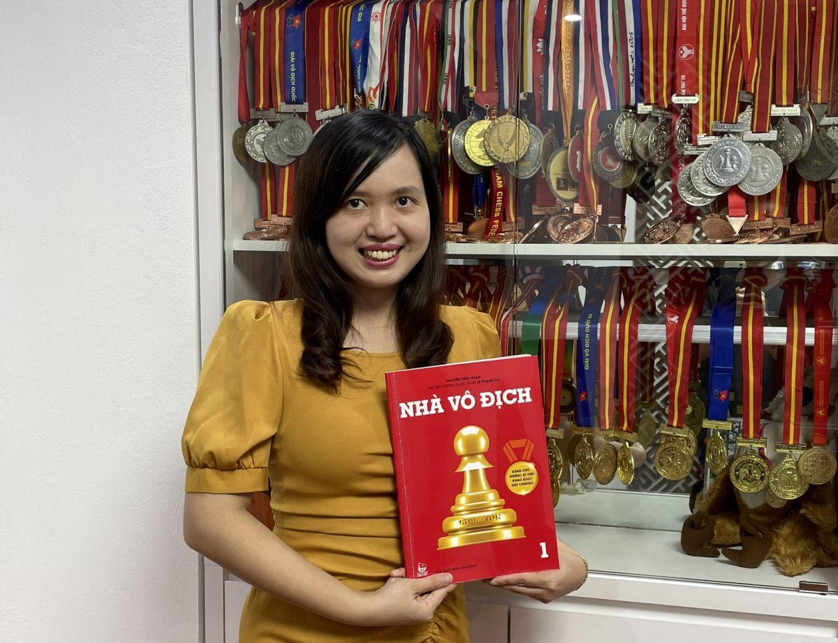 Đại kiện tướng quốc tế nữ Lê Thanh Tú - Đồng tác giả bộ sách.