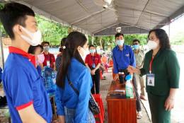 Thứ trưởng Ngô Thị Minh kiểm tra tổ chức thi tốt nghiệp THPT tại tỉnh Cà Mau