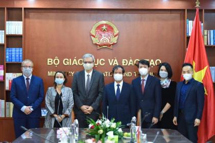 Bộ trưởng Nguyễn Kim Sơn tiếp Đại sứ Cộng hòa Pháp tại Việt Nam